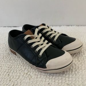 UGG Broderick Casual Leather Sneaker (Youth 5)